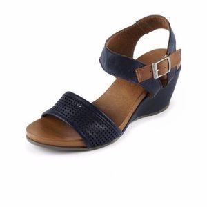 Bueno Roberta Wedge Sandal Leather Sz 9 Black